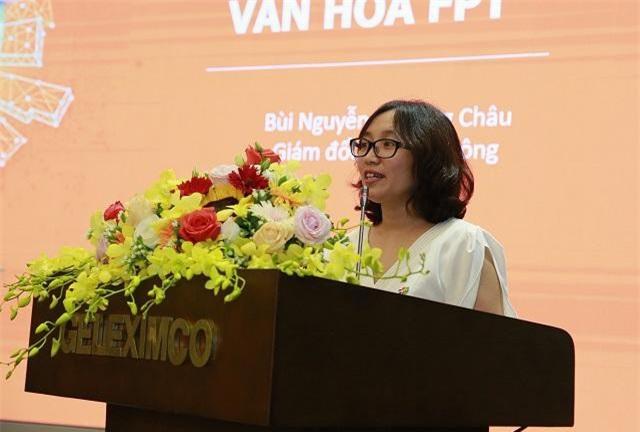 Bà Bùi Nguyễn Phương Châu - Giám đốc truyền thông Tập đoàn FPT chia sẻ kinh nghiệm về xây dựng và phát triển VHDN. (Ảnh: Báo KT&ĐT)