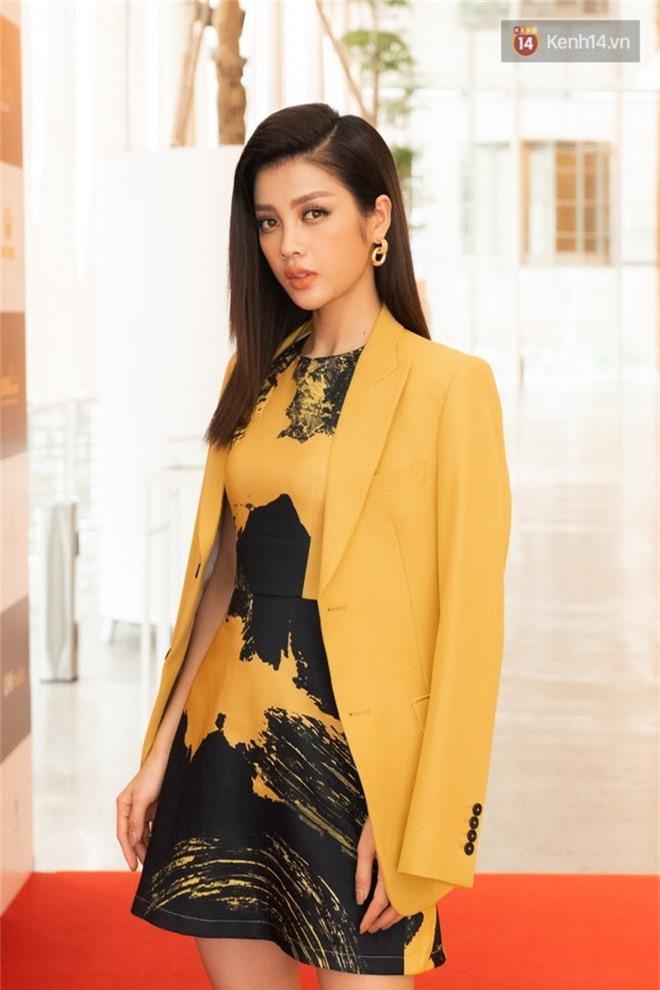 HHen Niê diện áo khoe eo thon, tóc bấm cực cá tính đọ sắc cùng Hoàng Thùy và dàn mỹ nhân Vbiz - Ảnh 10.