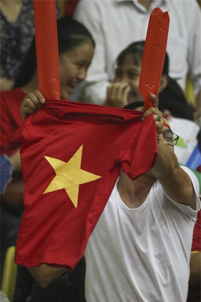 VTV Cup 2019: Khán giả cháy hết mình cùng ĐT Việt Nam trong trận chung kết - Ảnh 5.