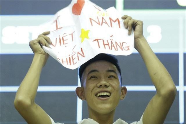 VTV Cup 2019: Khán giả cháy hết mình cùng ĐT Việt Nam trong trận chung kết - Ảnh 8.