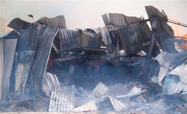 Đang cháy dữ dội trong khu công nghiệp, hàng trăm chiến sĩ vật lộn với bà hỏa - 8