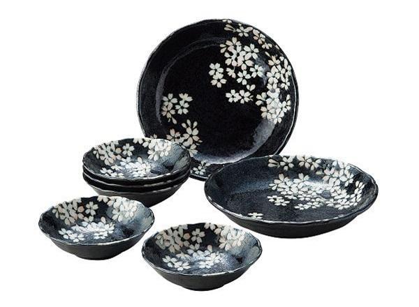 Bộ quà tặng Uno-Chiyo/Sakura (Màu đen) cũng có mức giá 1,5 triệu đồng.
