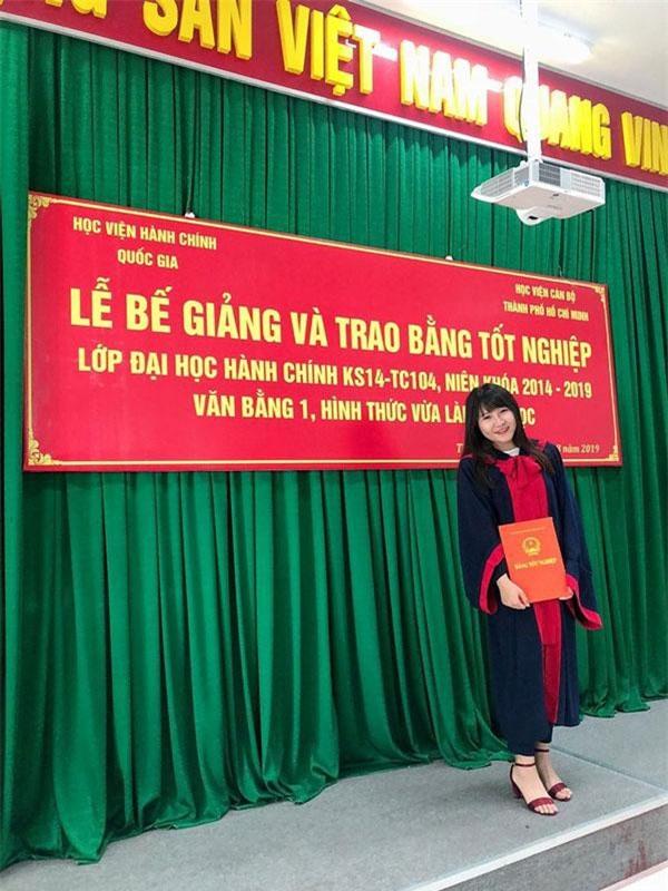 Em gái Yến Xuân trong lễ tốt nghiệp.