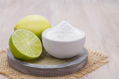 Dùng chanh, soda để chà lên răng sẽ gây bào mòn men răng, hỏng men răng, dẫn đến sâu răng, răng ê buốt