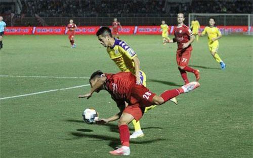 CLB TPHCM hụt hơi trước CLB Hà Nội trong cuộc đua đến ngôi vô địch (ảnh: Trọng Vũ)