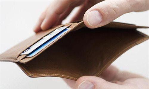 Đừng bao giờ để ví rỗng: Hãy luôn để một số tiền nhỏ trong túi, ngay cả khi bạn không bao giờ tiêu số tiền đó.