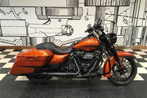 Harley-Davidson Road King Special 2019 (giá: 23.089 USD).