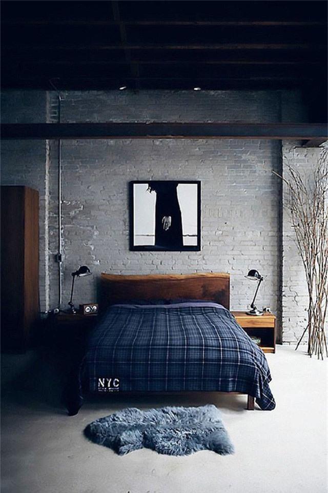 Một chiếc chăn mang đậm phong cách thời trang Scotland dường như cũng làm cho căn phòng cá tính hơn.