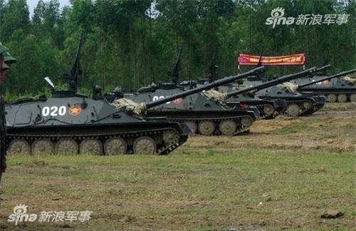 Pháo tự hành đổ bộ đường không là vũ khí mà Quân đội Trung Quốc chưa có trong biên chế. Ảnh: Sina.