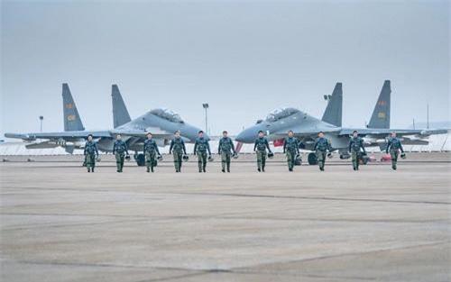 Tiêm kích Su-30MKK của Lữ đoàn không quân số 9 - Chiến khu Đông bộ, ảnh được chụp trong lễ chia tay. Ảnh: China Military.