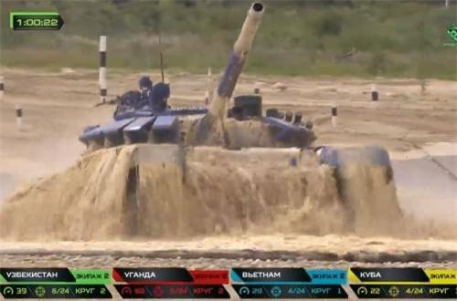 Mặc dù bắn kém bài pháo, tuy nhiên cũng phải nói rằng kíp xe tăng Việt Nam nỗ lực hết sức mình ở các bài bắn mục tiêu bằng súng máy PKT 7,62mm và NSV 12,7mm. Nguồn ảnh: Tzvezda