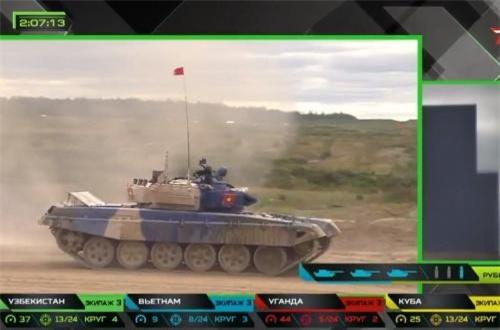 """""""Thực tế xe tăng T-72B3 ta chưa được trang bị. Sang LB Nga chúng tôi chỉ có thời gian ngắn để làm quen khí tài và hiệu chỉnh vũ khí thi đấu. Chúng tôi đã rút kinh nghiệm của năm ngoái, từ đó xây dựng và tổ chức kế hoạch huấn luyện"""", ông Long chia sẻ. Nguồn ảnh: Tzvezda"""