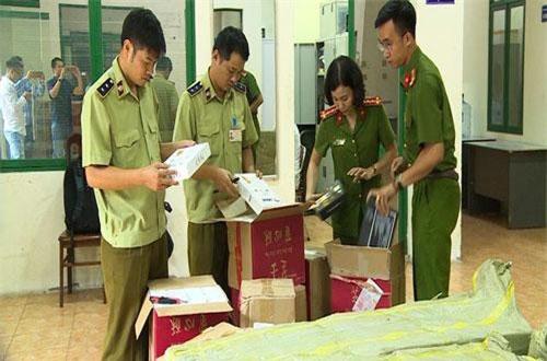 """Hà Nội: Bắt giữ hơn 4.000 bánh trứng chảy lậu đang """"gây sốt"""" trên mạng"""