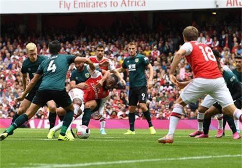 Lacazette ghi bàn mở tỷ số cho Arsenal