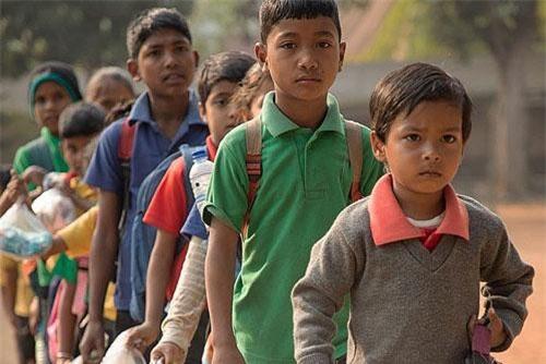 Ấn Độ: Kì lạ ngôi trường nhận rác thải nhựa thay học phí