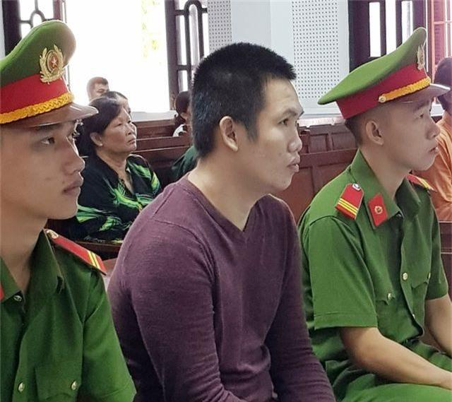 Nguyễn Văn Dũ tại tòa.