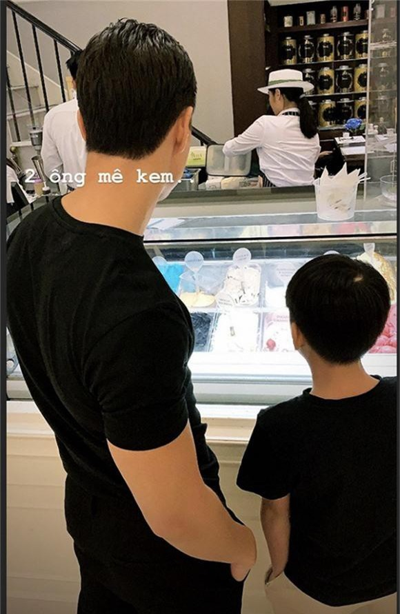 Kim Lý diện áo đôi với Subeo, cả hai được Hà Hồ tiết lộ lại có thêm sở thích chung là mê kem.