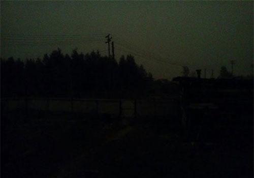 Bầu trời ở Verkhoyansk vẫn tối đen như mực, dù ảnh chụp lúc 8 giờ sáng