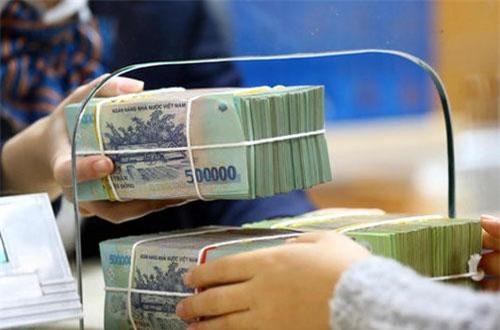 """Việt Nam có tham gia """"cuộc đua"""" giảm lãi suất với FED?"""