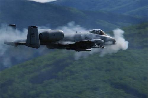 """Thay cánh, 173 """"sát thủ diệt tăng"""" A-10 bay tới năm 2030"""