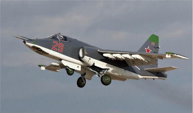 """Nga ồ ạt nâng cấp """"sát thủ diệt tăng"""" Su-25, tăng sức mạnh gấp 3 lần"""