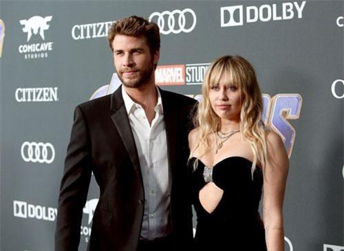 Sốc: Bạn bè của Liam Hemsworth tiết lộ nam diễn viên thường xuyên bị Miley Cyrus nhục mạ