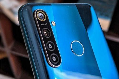 Smartphone 4 camera sau, pin 4.035 mAh, chip Snapdragon 712, RAM 8 GB, giá cực sốc