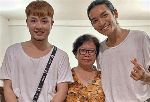 BB Trần cùng người yêu diện đồ đôi, hạnh phúc đón tuổi mới bên cạnh đại gia đình