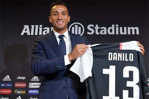 Hậu vệ phải: Danilo.