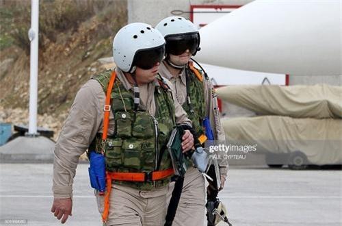 TASS dẫn nguồn tin công nghiệp quốc phòng Nga cho hay, bộ quốc phòng nước này đang xem xét việc trang bị khẩu tiểu liên PP-2000 thay cho tiểu liên báng gấp AKS-74U trong bộ trang bị sinh tồn của phi công quân sự Nga. Ảnh: Getty Images