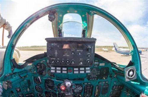 Góc nhìn phía trước phi công lái máy bay. Ảnh: War.163