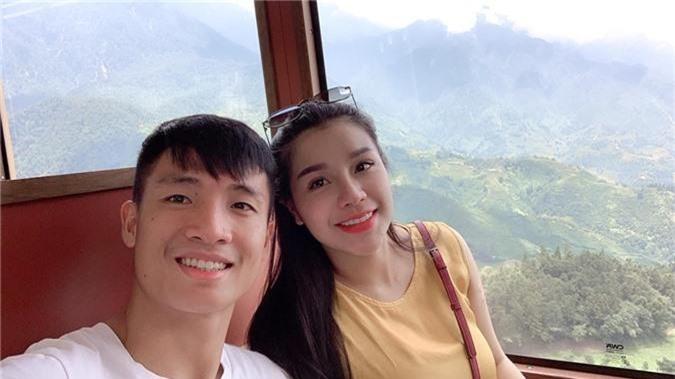 Bùi Tiến Dũng và cô chủ khách sạn tình tứ trên đỉnh Fansipan