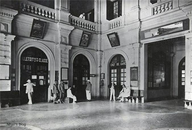 Trong sảnh chính nhà ga