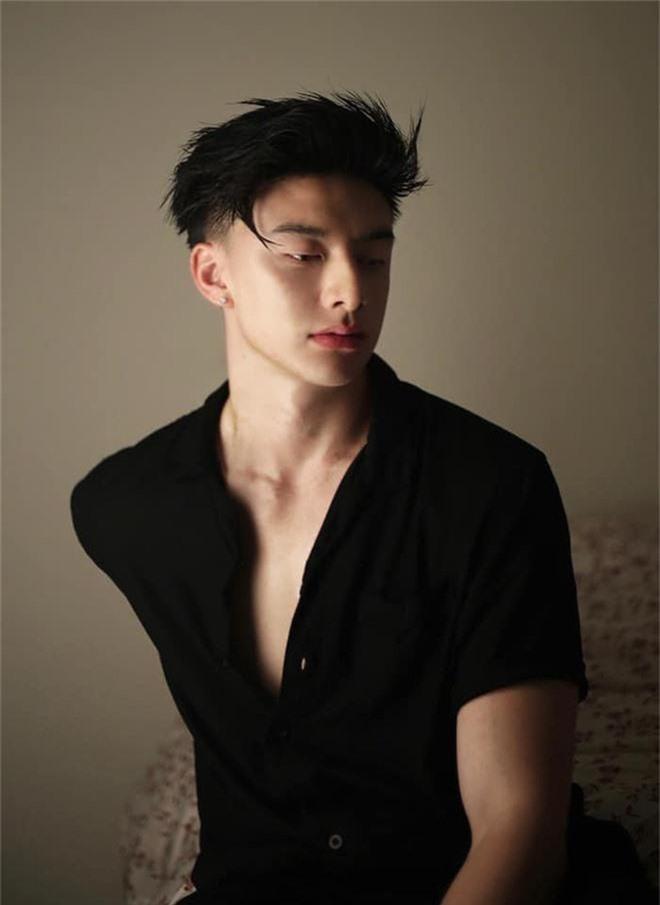 Trai đẹp gốc Việt được chấm vào boyband Hàn: Diện mạo chuẩn visual, body 6 múi, ảnh chụp cùng mẹ gây shock vì như chị em - Ảnh 4.