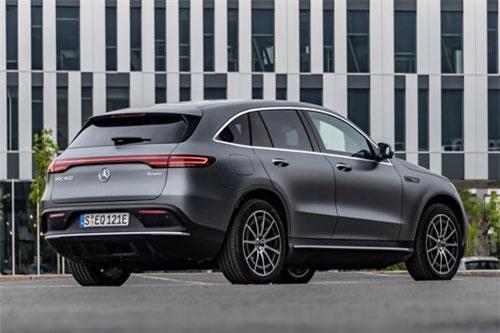 2. Mercedes-Benz EQC 2020.