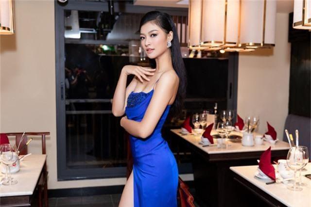 Á hậu Kiều Loan diện váy xẻ cao khoe chân dài miên man - Ảnh 6.