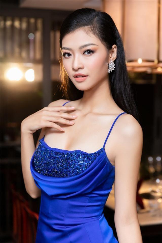 Á hậu Kiều Loan diện váy xẻ cao khoe chân dài miên man - Ảnh 8.