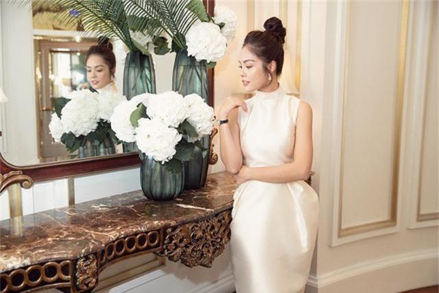 Dương Cẩm Lynh trẻ trung với đầm trắng kiêu sa - Ảnh 7.