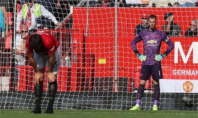 Những khoảnh khắc trong trận thua tệ hại của Man Utd trước Crystal Palace - 18