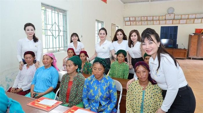 Hiệp hội nữ Doanh nhân doanh nghiệp nhỏ và vừa Việt Nam trong hành trình thiện nguyện tại Hà Giang.