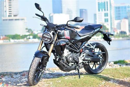 Mẫu naked-bike 150 cc Honda CB150R 2019 được ra mắt tháng 9/2018, giới thiệu đến thị trường Đông Nam Á tại Bangkok Motorshow 2019 và chính thức về Việt Nam hồi tháng 4/2019 với giá bán chính hãng 105 triệu đồng. Xe có 2 màu cho khách hàng lựa chọn là đỏ-đen-bạc và đen-bạc.