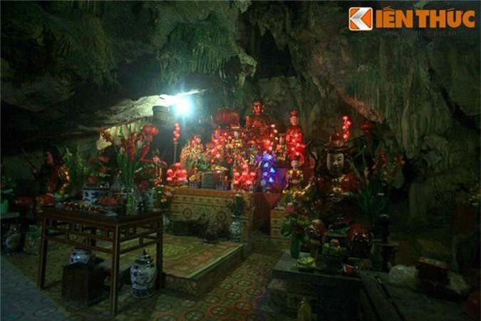 Kham pha ngoi chua trong hang doc dao nhat Viet Nam-Hinh-14