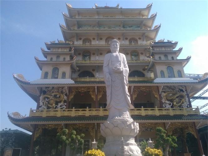 Doc dao ngoi chua co toa chanh dien cao nhat Viet Nam-Hinh-2
