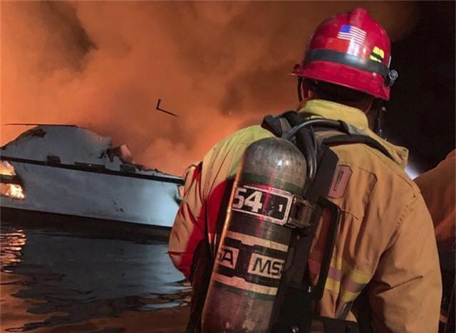 Cháy tàu kinh hoàng ở ngoài khơi California, Mỹ, hơn 30 người thiệt mạng - Ảnh 2.