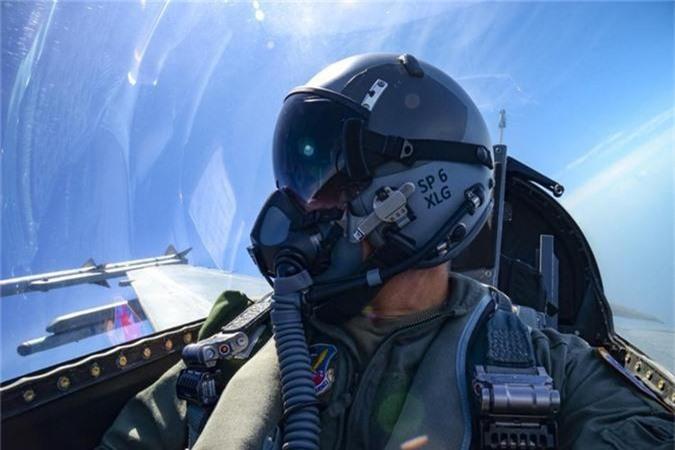Can canh man tiep nhien lieu tren khong cuc kho cua tiem kich F-16-Hinh-4
