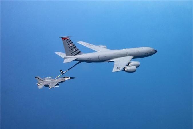 Can canh man tiep nhien lieu tren khong cuc kho cua tiem kich F-16-Hinh-6