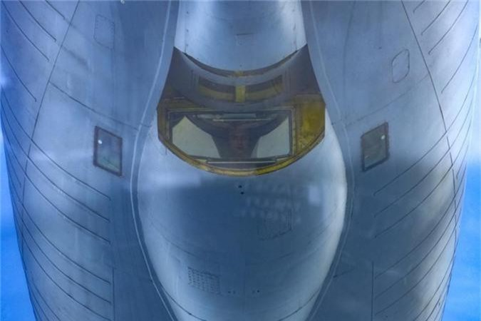 Can canh man tiep nhien lieu tren khong cuc kho cua tiem kich F-16-Hinh-9