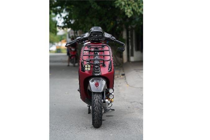 Vespa Sprint do full carbon, phong cach xe dua tai Sai Gon-Hinh-7