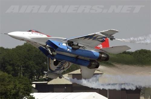 Với công nghệ động cơ kiểm soát véc tơ lực đẩy đem lại cho MiG-29OVT khả năng cơ động rất cao so với thế hệ trước đó. Ảnh: Airliners.net