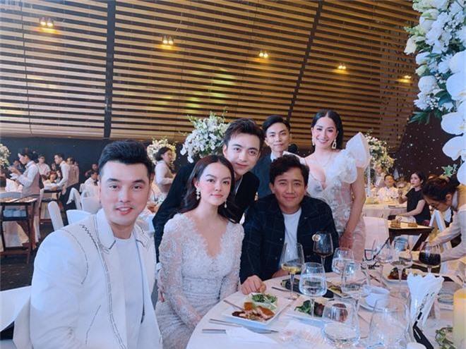Dàn sao Việt khủng góp mặt trong đám cưới ái nữ đại gia nghìn tỷ Minh Nhựa: Trấn Thành, vợ chồng Khánh Thi, Soobin đổ bộ - Ảnh 5.